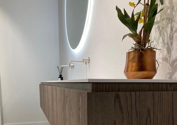 solid-surface-badkamermeubel-ijzendijke-gesloten